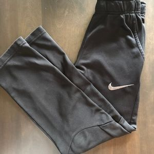 Nike Boys' Therma Pants size M (10-12)